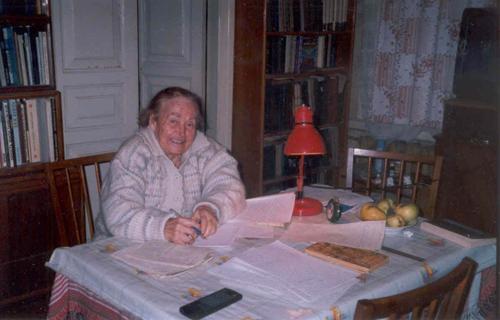 Е. С. Черненко пишет статью о С. Ф. Черненко, 2002 г.