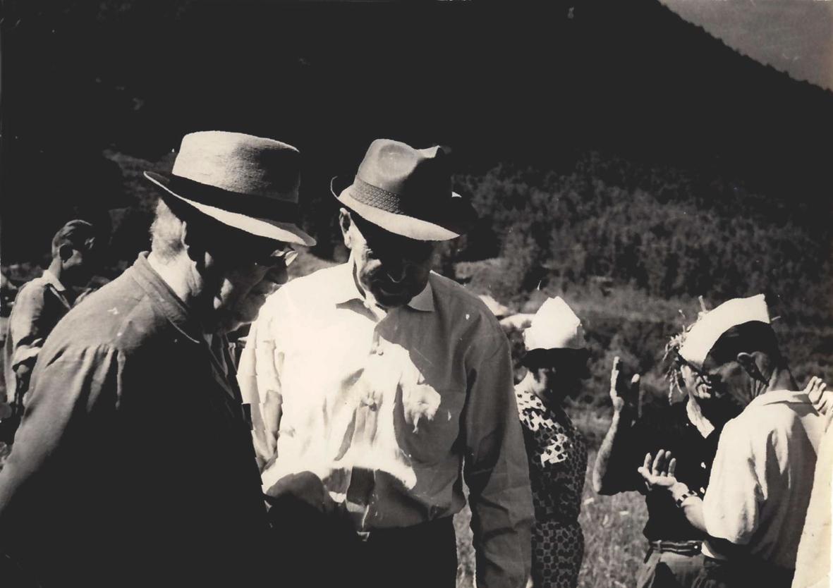 М. А. Лисавенко с С. И. Исаевым. Выездная сессия ВАСХНИЛ по садоводству Алтая. Июль 1966 г.