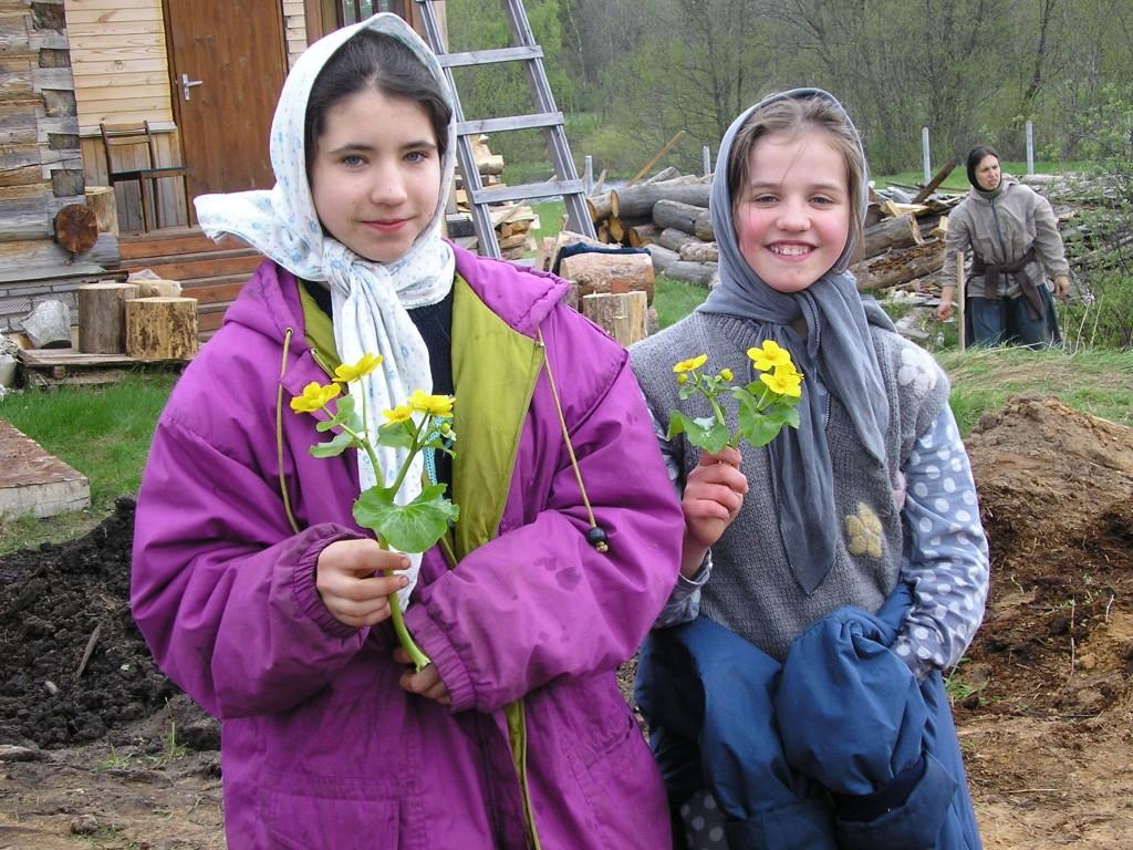 Вот они монастырские садостроительницы