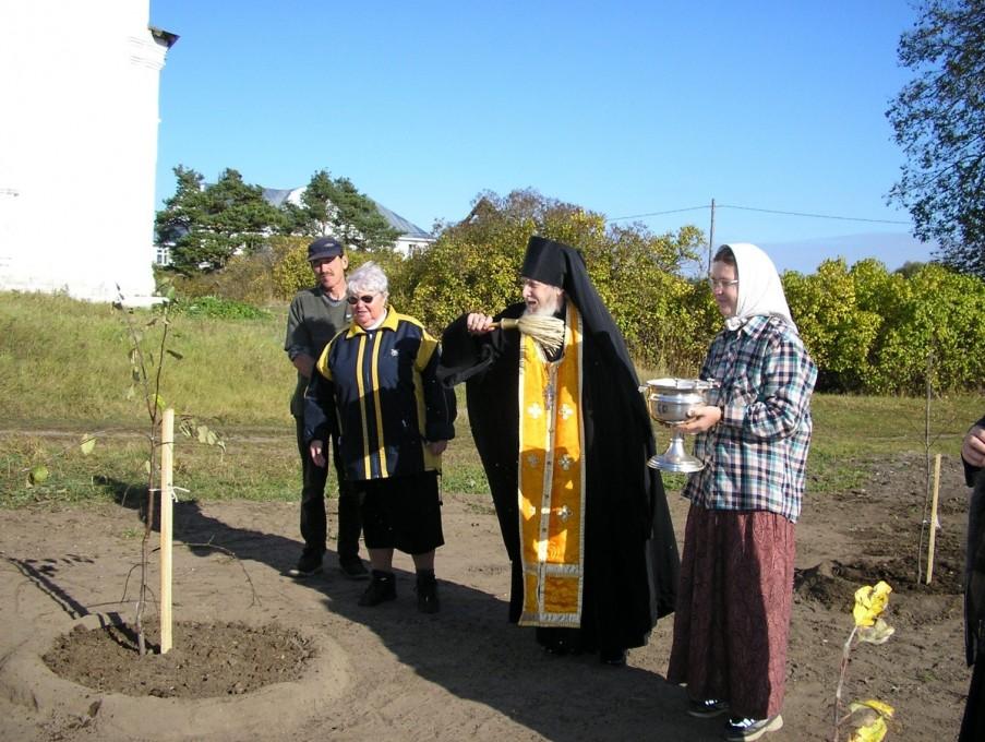 Вознесенский Оршин монастырь. По завершении посадки новорожденный сад был освящен