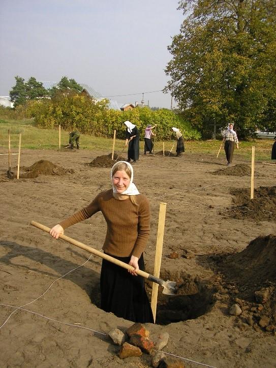 Вознесенский Оршин монастырь. Планировка сада и копка ям.
