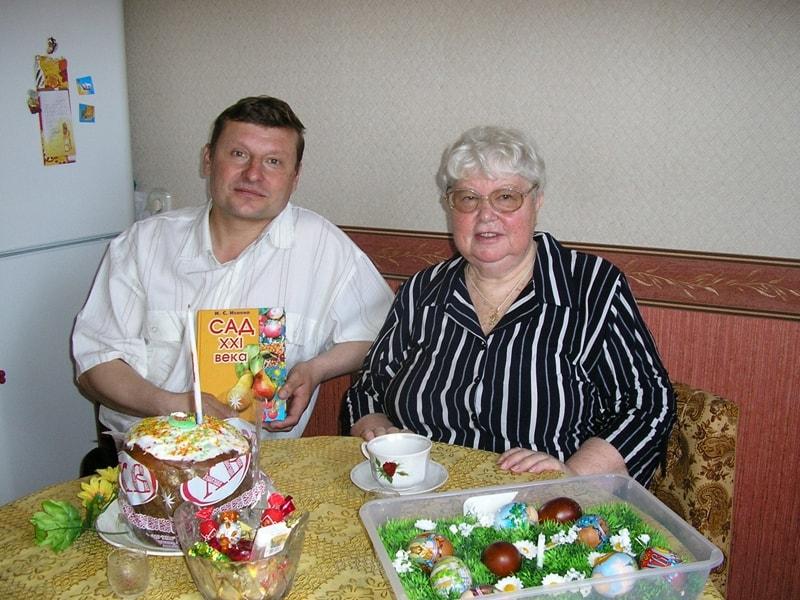 Первый устроитель монастырского сада Валерий и Ирина Сергеевна Исаева.