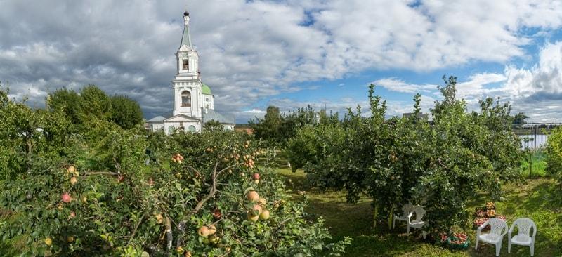 Храм Святой Екатерины и сад